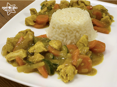 Pollo con verdure al curry